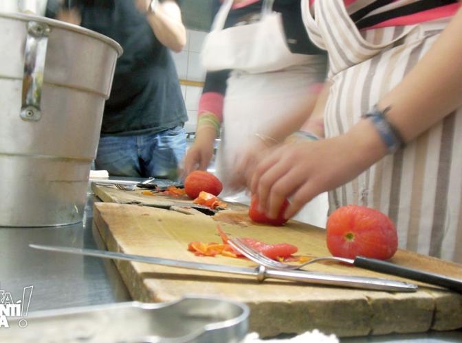 Taller sobre manipulación de alimentos en el comedor de la Vecinal Las Flores II